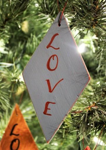 """Ornament: """"Love"""""""