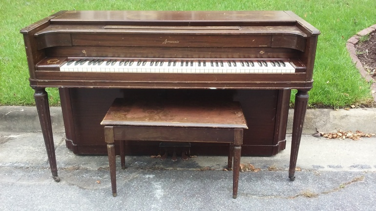 Curbside Piano (01)